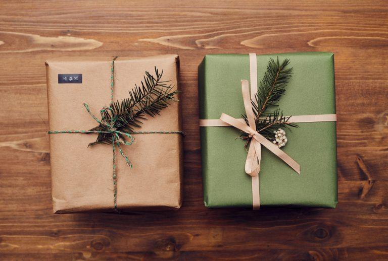 Kreatívne tipy na balenie vianočných darčekov