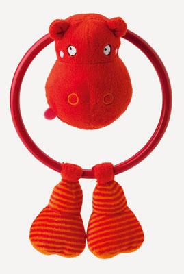 Červená hrkálka Barnslig, dizajn Eva Lundgreen, Ikea