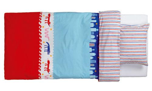 Obojstranné posteľné obliečky Barnslig Nattliv zo 100 % bavlny, dizajn Eva Lundgreen.