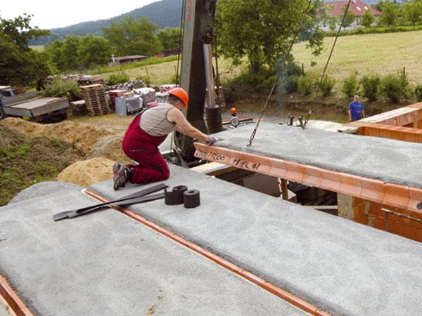 Keramické stropné panely urýchľujú a zjednodušujú výstavbu