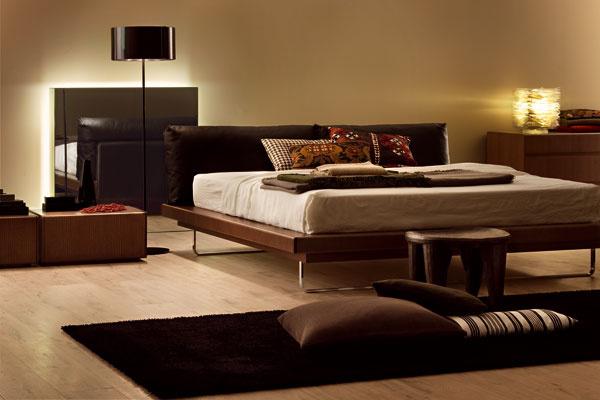 Moderná spálňa v hnedej farebnej kombinácii