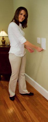 Novinka firiem Husky a Duovac – hadica v stene. Vysávacím hadicu uloženú v rozvode centrálneho vysávača priamo v stene vytiahnete zo zásuvky, nasadíte rukoväť s príslušenstvom a môžete vysávať. Vybrať si môžete hadicu dlhú až 15 m . Zo steny si vytiahnete len potrebnú dĺžku a po skončení uvoľníte poistku v zásuvke – hadica sa sama navinie späť do steny. Inštalácia sa líši oproti štandardnému centrálnemu systému. Do už namontovaného systému nie je možné doplniť špeciálnu zásuvku a hadicu. Predáva Cevys.