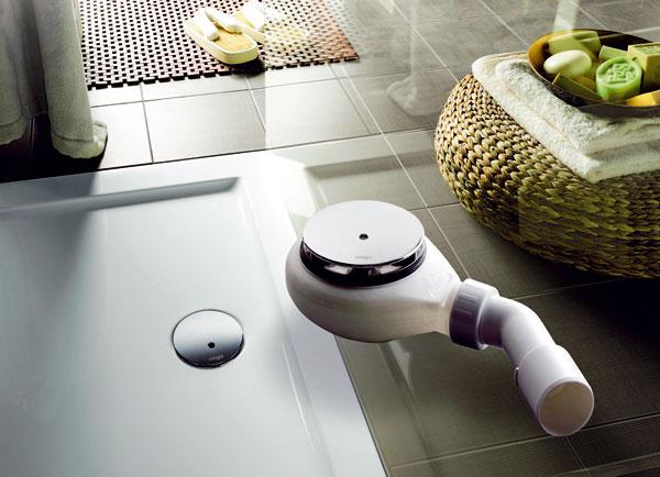 Zvláštnu pozornosť treba venovať inštaláciám. Ak máte vyhranenú predstavu o bývaní a chcete mať elegantné bezprahové detaily – napríklad aj v sprchovacom kúte, budete potrebovať niekoľko špeciálnych prvkov (napríklad plytký odtok). (foto: Viega)