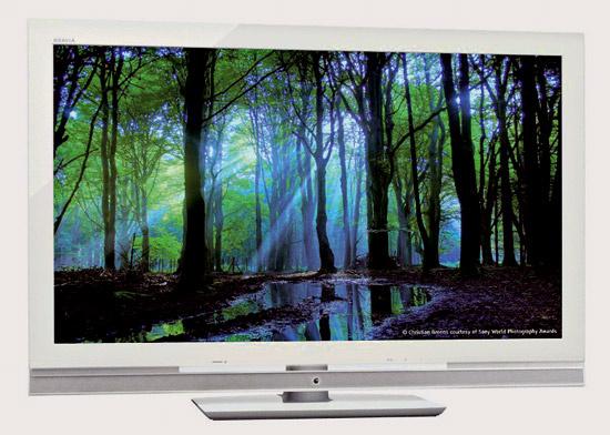 Najúspornejší LCD televízor Sony BRAVIA WE5. Pri uhlopriečke 46 palcov má spotrebu iba 120 W, čo je až o 50 % menej ako minuloroční predchodcovia. Cena 1 900 €.