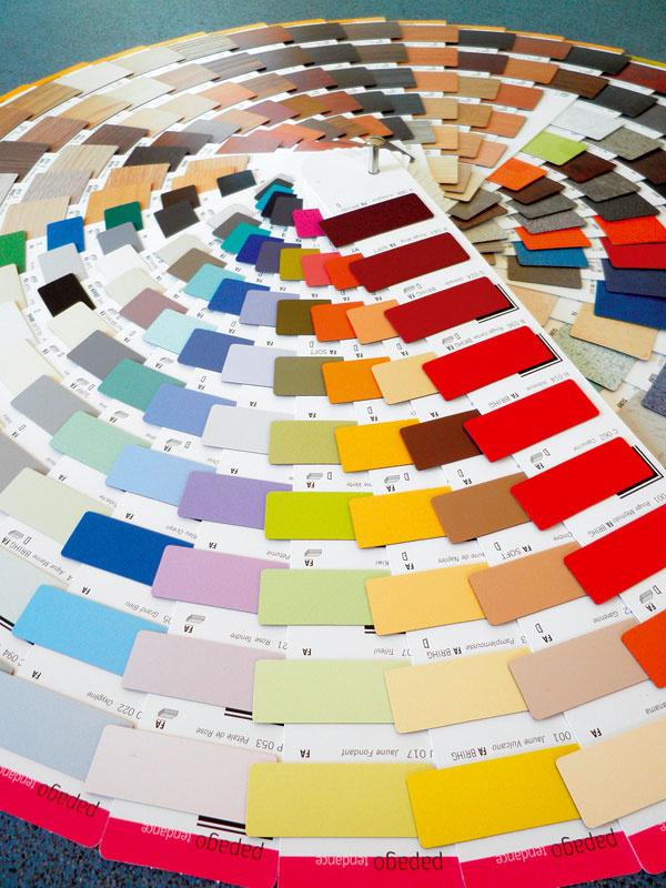 Collection 2007 – 2012 od značky Polyrey, francúzskeho výrobcu vysokotlakého laminátu, obsahuje 339 dekorov v kombinácii s 9 štruktúrami povrchu. Ponúka širokú škálu farieb a vzorov od jednofarebných, drevených či perleťových, až po kovolamináty a reliéfne povrchy. Možnosť výroby HPL s vlastným návrhom dekoru ocenia najmä architekti a dizajnéri.