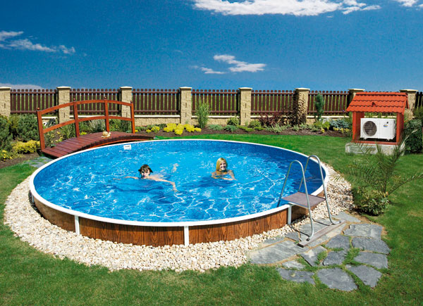 Voda v bazéne sa ohrieva tepelným čerpadlom vzduch – voda. (Mountfield)