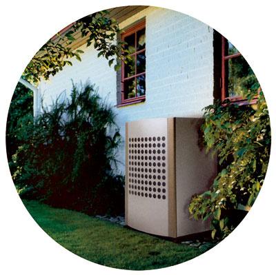 Tepelné čerpadlo vzduch – voda je výkonné, apritom zaberá vexteriéri iba malý priestor. (IVT Novatech)