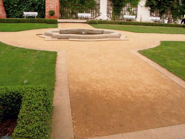 Štýlovo čistá formálna záhradná úprava.