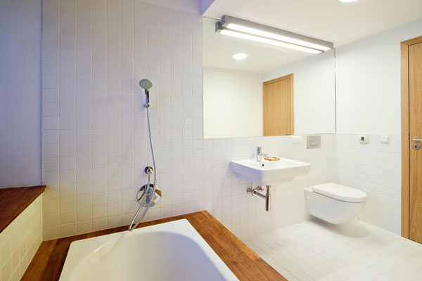 Kto trávi viac času na chalupe amieni ju neskôr natrvalo obývať, ten sa nezaobíde bez modernej kúpeľne.