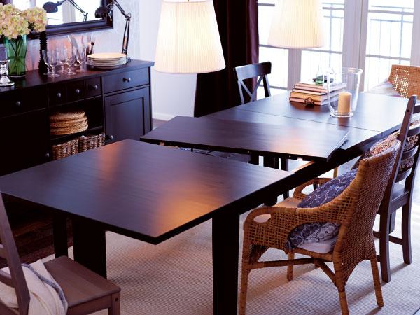 Rozkladací jedálenský stôl je nanajvýš praktický.