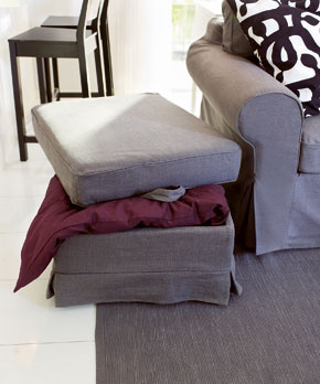 Praktická taburetka sodkladacím priestorom (foto: IKEA)