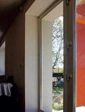 Pri rekonštrukcii by výmena okien mala byť spojená aj so zateplením fasády. (foto: Baumit)