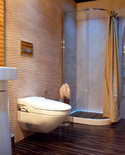 Sprchovací kút s WC