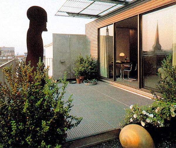 Terasa je väčšinou pokračovaním obytného priestoru bytu. Jej využívanie si prispôsobte vlastným požiadavkám. Môže z nej vzniknúť aj malá otvorená galéria.