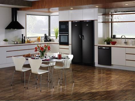 Kuchyňa s tmavou podlahou