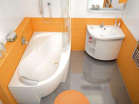 Oranžovo-sivá kúpeľňa s vanňou