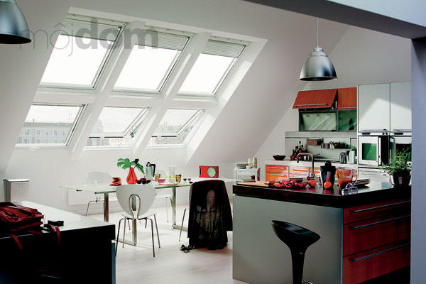 Podkrovná obývačka spojená s kuchyňou