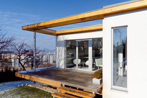 """""""Architektúra domu pôsobí skulpturálne avzdušne. Návrh formy využíva sklon terénu."""""""