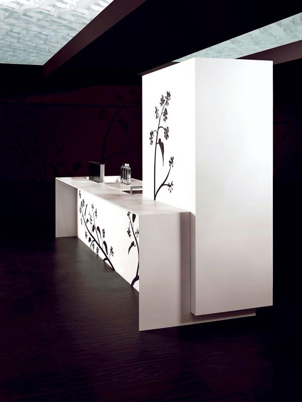Potetovaná kuchyňa Black Pepper od TM Italia. Dekorácia tejto kuchyne, ktorú navrhla architektka Nicoletta Bertolissi. Dekorácia je, rovnako ako tetovanie, permanentná. (Du Point)