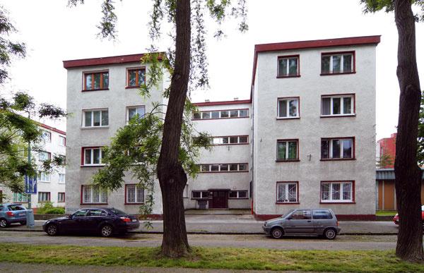 Bratislavská kolónia malých bytov od architekta Emila Belluša, postavená začiatkom 30. rokov 20. storočia, je ukážkou progresívneho prístupu k riešeniu bývania na čo najmenšej ploche.