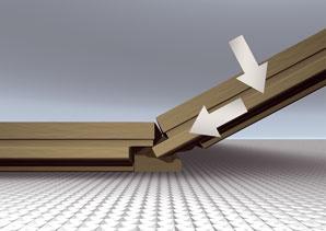 Ak máte kvalitný zámok, pri šikmej polohe (približne 15-stupňový uhol) stačí dosky otočiť smerom dole a zasunúť do seba. Horizontálne zasúvanie je vhodné najmä pod ťažko dostupné miesta, ako sú napríklad rámy dverí alebo radiátory. Quick step_instalacia_method1