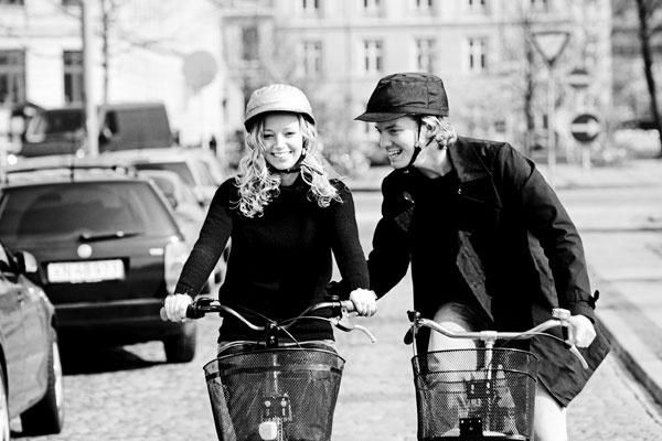 Štýloví cyklisti v štýle značky Yakkay.