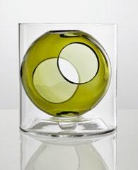 Biomorfne aétericky pôsobí váza značky Muuto.