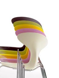 Stohovateľná Orbit Chair (značku Danerka predáva Scandium)