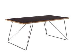 Stôl zprodukcie firmy Addinterior podľa návrhu Vecht Og Kjaera