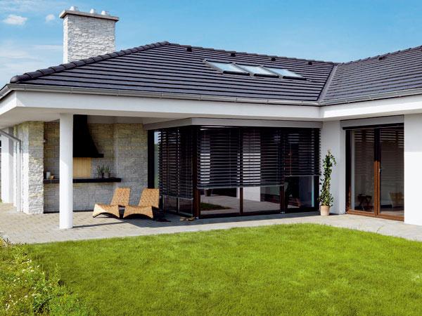 Majitelia za realizáciu strešných okien zaplatili približne 2 000 eur. Majú však presvetlený domov, zatraktívnili si interiér bungalovu a v budúcnosti ušetria za elektrinu.
