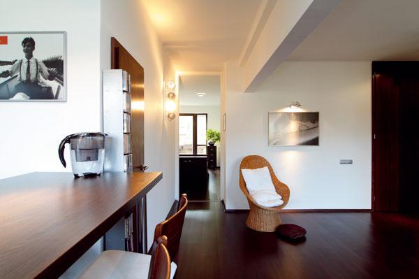 Bezizbový byt ale nie celkom bez posuvných dverí – najmä ak mu ich dodajú aspoň na tretí predbežne dohodnutý termín.