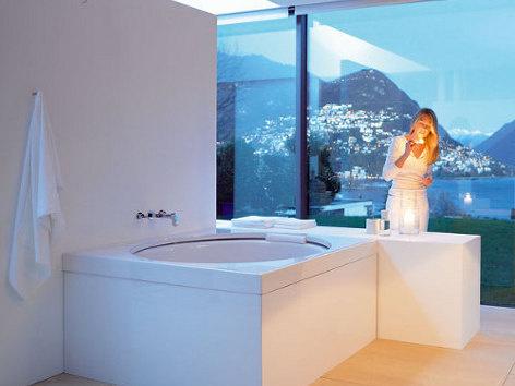 Kúpeľňa s výhľadom na krajinu