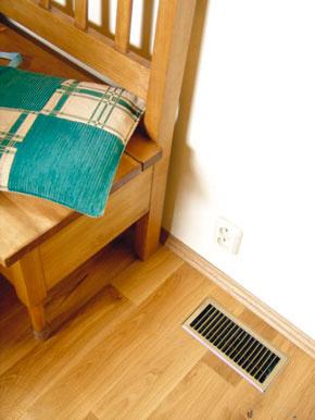 Vyústky na prívod vetracieho vzduchu sa môžu umiestniť do podlahy, do stropu alebo do steny – to záleží na zvolenom systéme a spôsobe vedenia rozvodov. (foto: Atrea)