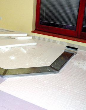 Systémy núteného vetrania využívajú vzduchotechnické rozvody vedené v konštrukciách, najčastejšie v podlahe alebo pod stropom. Trendom je skracovanie dĺžky rozvodov. (foto: Atrea)