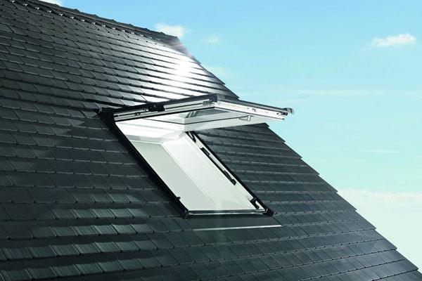 Střešní okno Roto Designo R8 Zdroj: Roto stavební elementy s.r.o. – organizačná zložka podniku zahraničnej osoby