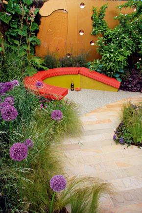Ak máte radi súkromie, myslite naň už pri zakladaní záhrady – môžete si napríklad niekde vkúte vytvoriť malé odpočívadlo.