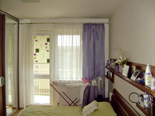 Podobne, ako sa zobývačky stala vďaka novému mejkapu jemná dáma, spálňa sa zveselého dievčatka zmenila na femme fatale. Pred zmenou