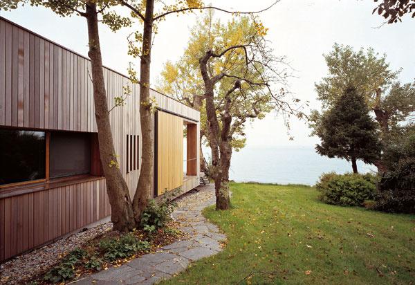 Zasúvacie bočné steny na verande chránia pred povestným silným západným vetrom