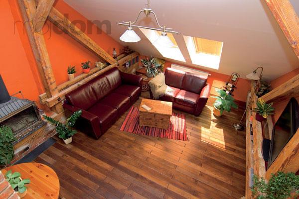 Byt v podkroví – pohľad na obývaciu izbu
