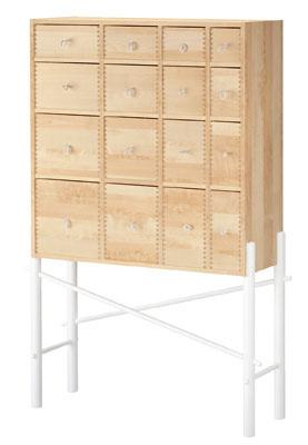 Skrinka so zásuvkami IKEA PS Sinka zmasívneho dreva, dizajn Ehlén Johansson.