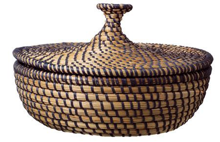 Košík svrchnákom A°sunden, ručne pletený zmorskej trávy.