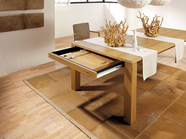 Rozkladací jedálenský stôl ET1400 od firmy Hülsta.