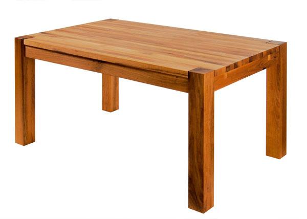 Masívny dubový jedálenský stôl spovrchovou úpravou dánskym olejom abezfarebným voskom. Rozmery: 140 × 85 × 75 cm. Cena 650 €. Desaťročná záruka. Vyrába apredáva Drevo Shop.
