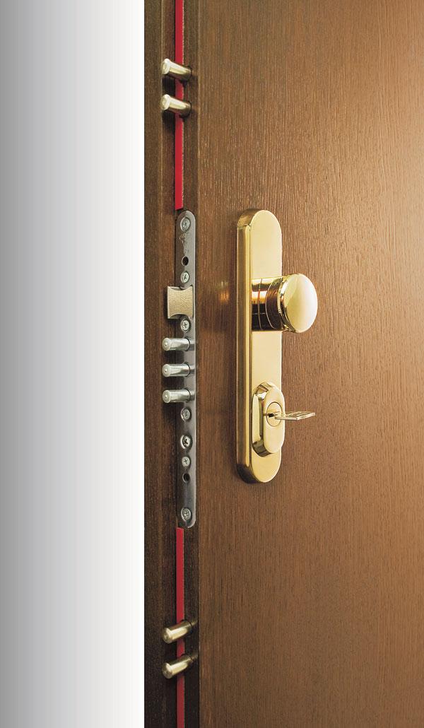 Pokojne na dovolenku: Mechanické zabezpečenie bytu pred zlodejmi