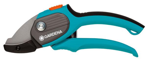 Nákovkové záhradnícke nožnice Comfort 8787 od firmy Gardena sú komfortné aergonomické aurčené na strihanie starších, drevnatých konárov avýhonkov.