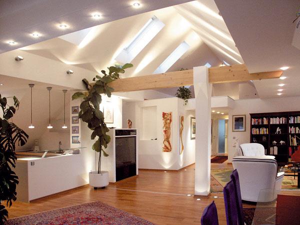 Ekologická izolácia Unifit na šikmé strechy je vyrobená zprírodných materiálov, bez formaldehydu, akrylátov afarbív. Okrem tepelnotechnických, zvukovoizolačných aprotipožiarnych vlastností, zlepšuje aj kvalitu vzduchu vinteriéri. (foto: Knauf Insulation)