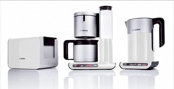 Raňajková súprava Bosch Styline zahŕňa filtračný kávovar TKA8631, varnú kanvicu TWK8611 ahriankovač TAT8611.