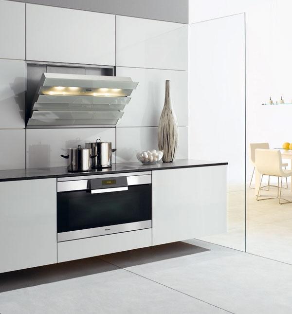 Atraktívny dizajn atechnické inovácie vsebe spája rúra na pečenie Miele H 5981 BP.