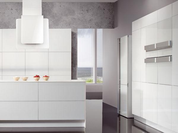 Biela kuchyňa sodsávačom Gorenje DKG 552 ORA W selektronickým ovládaním.