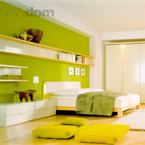 Spálňa so zelenou stenou